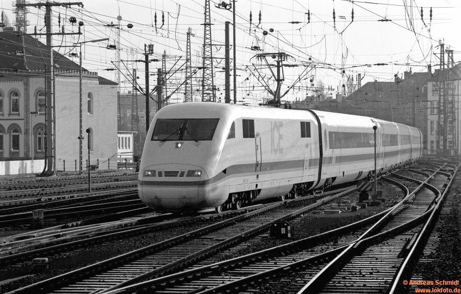 http://rueckblicke2.lokfoto.de/1992/1992_7/D20669_sw134_1_37_401_051.jpg
