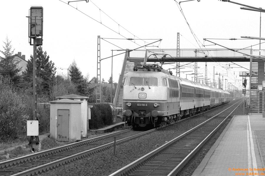http://rueckblicke2.lokfoto.de/1993/1993_2/sw135_5_13_103_118.jpg