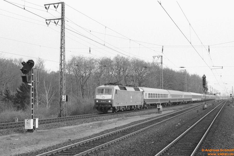 http://rueckblicke2.lokfoto.de/1993/1993_2/sw137_1_12_120_124.jpg