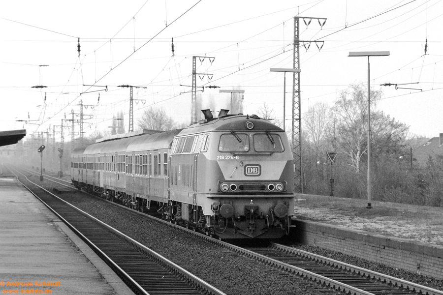 http://rueckblicke2.lokfoto.de/1993/1993_2/sw137_1_13_218_275.jpg