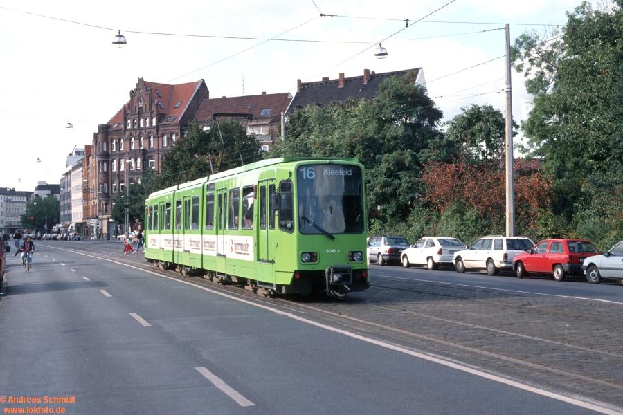 http://rueckblicke2.lokfoto.de/1993/1993_5/D21191_ustra_6041.jpg